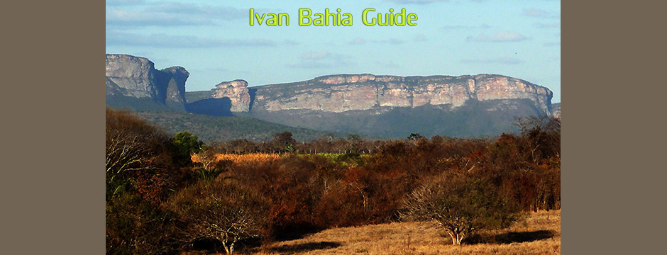 Mountain views surrounding the famous cave region while visiting Chapada Diamantiana national park - Ivan Bahia Tour Guide & Travel Agency in Salvador, Brazil / Reis-gids, reis agentschap in Salvador da Bahia / #IvanBahiaGuide,#SalvadorBahiaBrazil,#Bresil,#BresilEssentiel,#BrazilEssential,#ChapadaDiamantina,#Brazilie,#ToursByLocals,#GayTravelBrazil,#IBG,#FotosBahia,#BahiaTourism,#SalvadorBahiaTravel,#FotosChapadaDiamantina,#fernandobingretourguide,#BrazilTravel,#ChapadaDiamantinaGuide,#ChapadaDiamantinaTrekking,#Chapadaadventure,#BahiaMetisse,#BahiaGuide,#diamantinamountains,#DiamondMountains,#ValedoPati,#PatyValley,#ValeCapao,#Bahia,#Lençois,#MorroPaiInacio